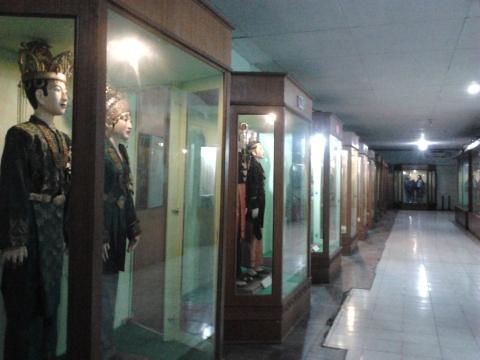 Koridor Pakaian Adat Khas Pekanbaru